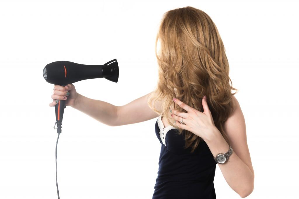#VerãoTutanat: Como proteger seu cabelo do calor da chapinha e do secador