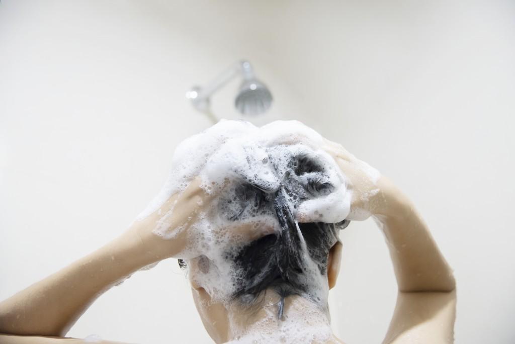 O jeito certo de lavar os cabelos
