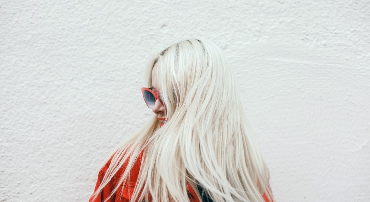 Guia para loiras: como recuperar cabelos danificados