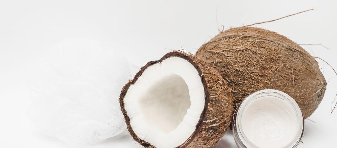 7 maneiras de usar o óleo de coco em sua rotina de beleza